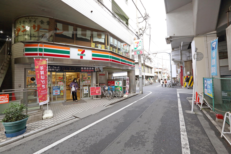 道案内2(十字路を直進)